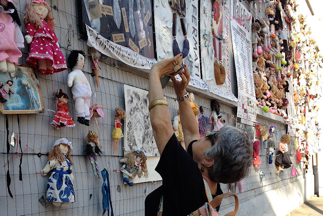 Milano, il muro delle Bambole